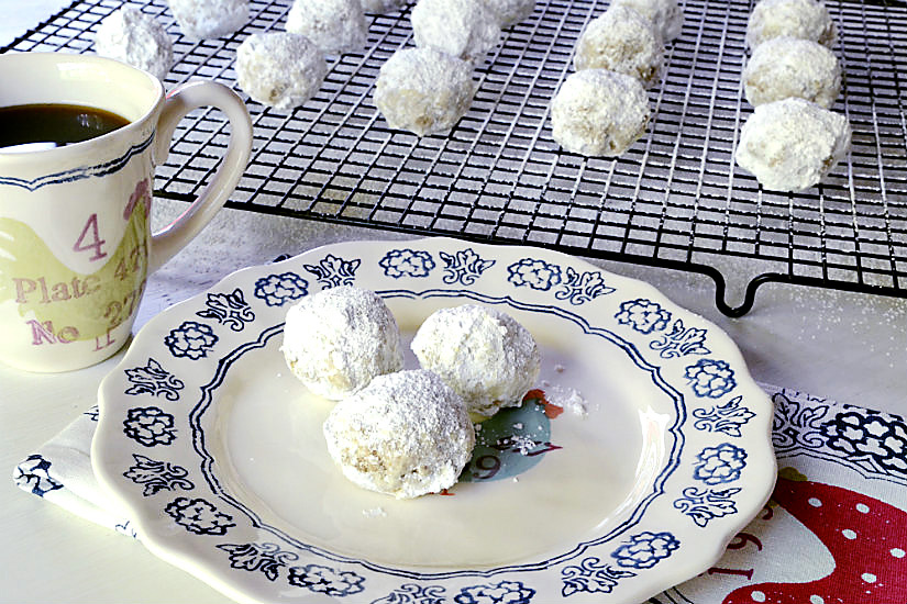 Almond Wedding Cake Cookies